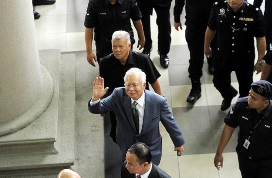 Cựu Thủ tướng Malaysia Najib Razak bị truy tố tội rửa tiền ảnh 1