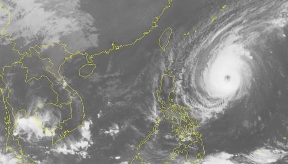 Siêu bão Yutu giật cấp 16 áp sát Biển Đông ảnh 2