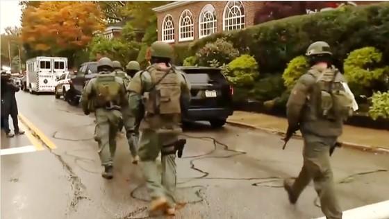 11 người chết trong vụ xả súng ở giáo đường Do Thái tại Mỹ ảnh 2