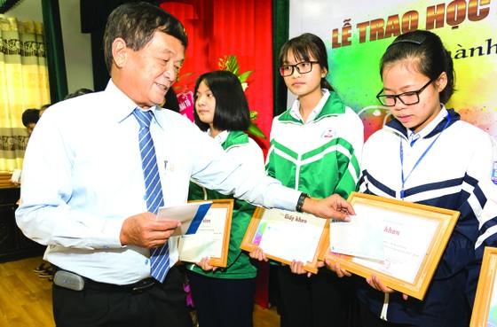 """Quỹ hỗ trợ giáo dục Lê Mộng Đào trao tặng hơn 1,5 tỷ đồng học bổng """"Đồng hành chắp cánh ước mơ"""" 2018 ảnh 1"""