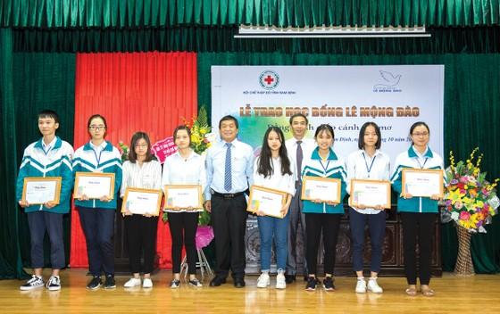 """Quỹ hỗ trợ giáo dục Lê Mộng Đào trao tặng hơn 1,5 tỷ đồng học bổng """"Đồng hành chắp cánh ước mơ"""" 2018 ảnh 3"""