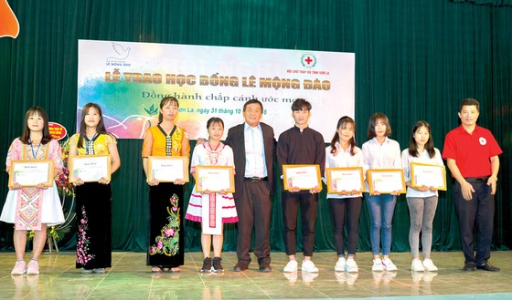 """Quỹ hỗ trợ giáo dục Lê Mộng Đào trao tặng hơn 1,5 tỷ đồng học bổng """"Đồng hành chắp cánh ước mơ"""" 2018 ảnh 6"""