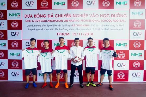 Công Vinh truyền cảm hứng bóng đá cho học sinh NHG ảnh 3