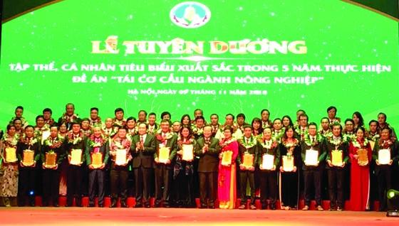 53 doanh nghiệp tiêu biểu nhận danh hiệu vì nhà nông ảnh 1