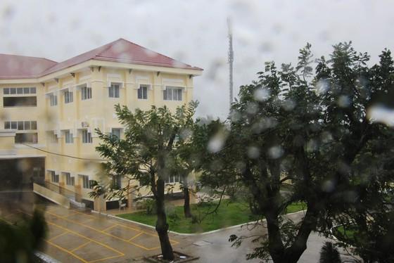 Cần Giờ mưa to, gió giật mạnh, phà Bình Khánh phải hoạt động để cấp cứu bệnh nhân ảnh 6