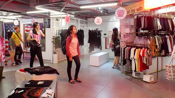 Chợ thời trang của người trẻ ảnh 1