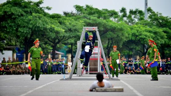 Hàng trăm chiến sĩ PCCC tham gia hội thi nghiệp vụ cứu hộ, cứu nạn   ảnh 10
