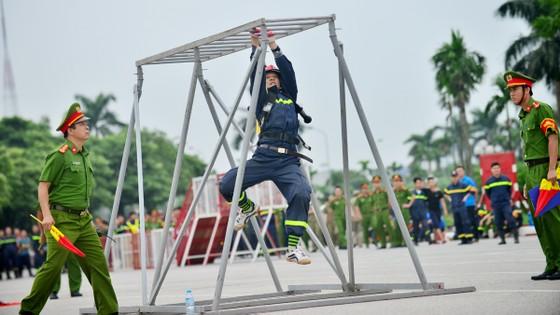 Hàng trăm chiến sĩ PCCC tham gia hội thi nghiệp vụ cứu hộ, cứu nạn   ảnh 9