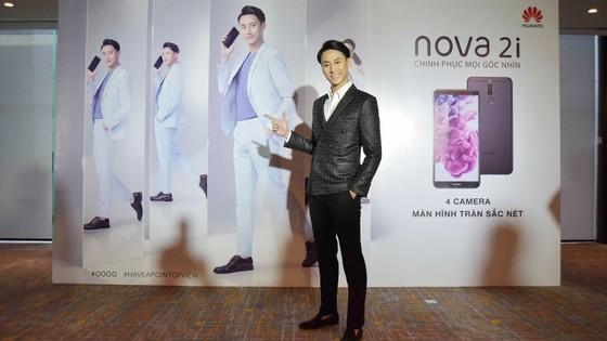 Nam diễn viên - ca sĩ Rocker Nguyễn là đại diện hình ảnh thương hiệu Huawei Nova 2i tại Việt Nam