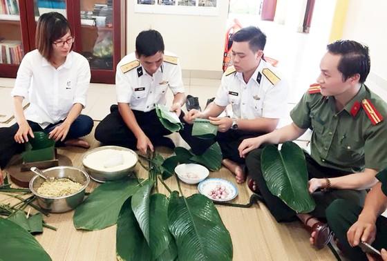 Đoàn công tác Vùng 2 Hải quân thăm, chúc tết chiến sĩ nhà giàn DK1 ảnh 1