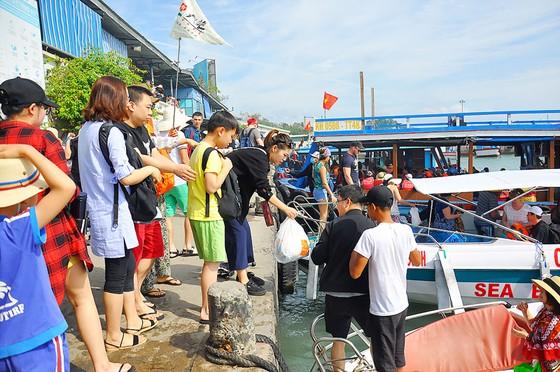 Du lịch Khánh Hòa khổ vì… khách đông ảnh 1
