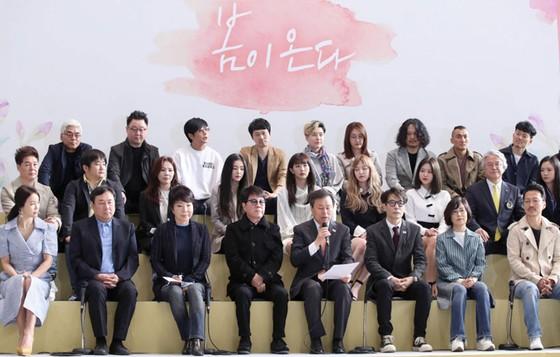 Đoàn nghệ thuật Hàn Quốc đến Bình Nhưỡng trình diễn ảnh 1