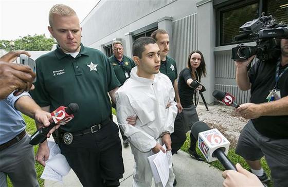 Giấu súng trong thùng đàn vào trường bắn học sinh ở Florida, Mỹ ảnh 1