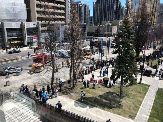 Vụ đâm xe khiến khoảng 25 người thương vong tại Canada: Không loại trừ khả năng khủng bố? ảnh 1