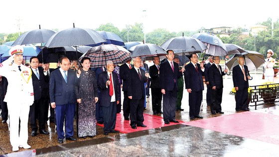 Lãnh đạo Đảng, Nhà nước tưởng niệm các anh hùng liệt sĩ ảnh 1