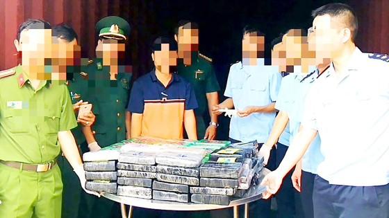 Lời cảnh báo từ vụ 100 bánh cocaine theo phế liệu nhập khẩu vào Việt Nam ảnh 1