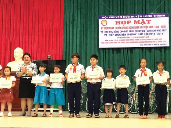 """Vedan Việt Nam trao học bổng cho hơn 200 học sinh, sinh viên """"Vượt khó học tập"""" và """"Tiếp sức đến trường"""" năm 2018-2019 ảnh 1"""