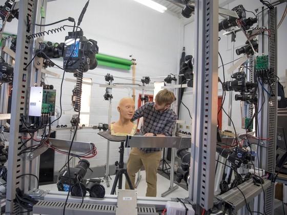 英國科學家製造出超逼真機器人 ảnh 4