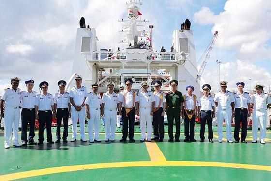越南海警船首次訪問印度 ảnh 2