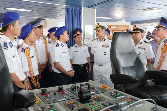 越南海警船首次訪問印度 ảnh 1