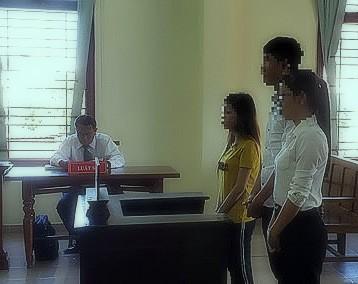 Xét xử nhóm sinh viên mua bán chứng chỉ giả ảnh 1