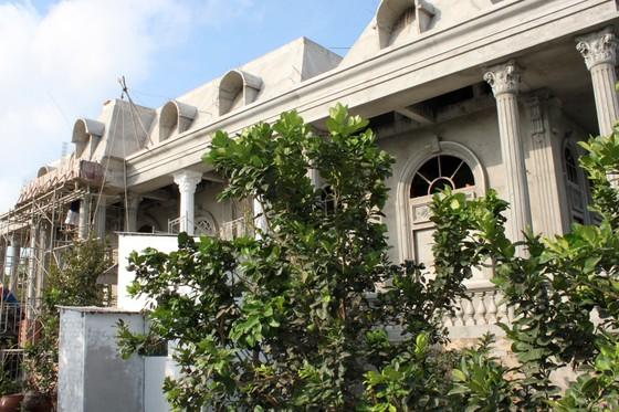 Dinh thự xây sai phép của gia đình ông Phong giai đoạn thi công.