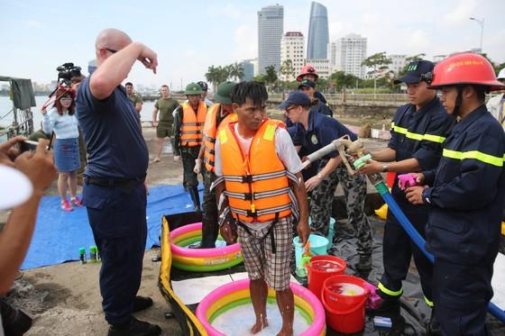 Việt Nam, Hoa Kỳ diễn tập cứu nạn và ứng phó sự cố tràn dầu trên sông ảnh 7