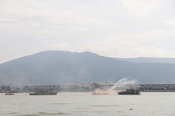 Việt Nam, Hoa Kỳ diễn tập cứu nạn và ứng phó sự cố tràn dầu trên sông ảnh 2