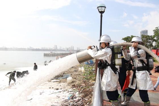 Việt Nam, Hoa Kỳ diễn tập cứu nạn và ứng phó sự cố tràn dầu trên sông ảnh 4