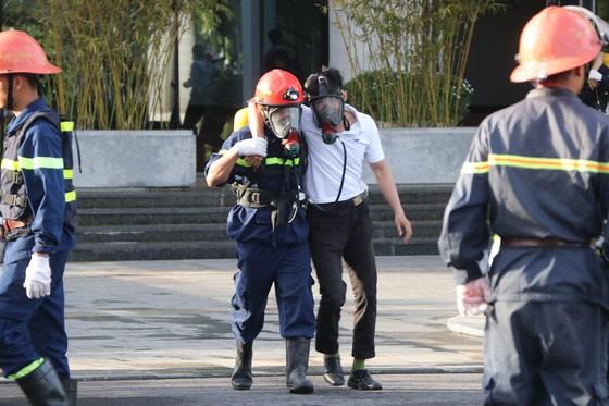 Lần đầu tiên diễn tập chữa cháy toà nhà Trung tâm hành chính TP Đà Nẵng ảnh 6