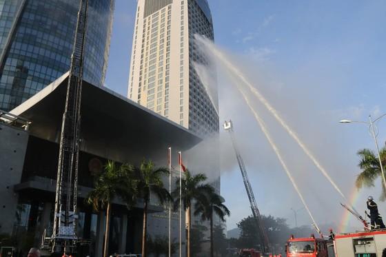 Lần đầu tiên diễn tập chữa cháy toà nhà Trung tâm hành chính TP Đà Nẵng ảnh 11