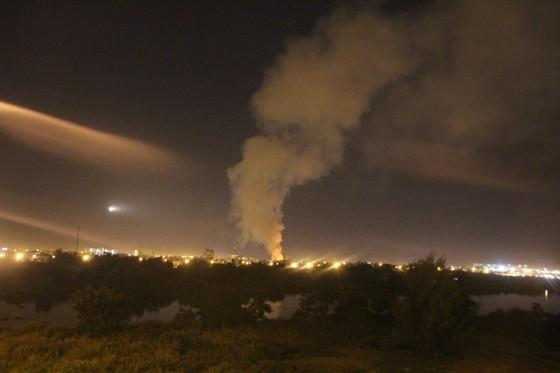 Cháy nhiều giờ dưới đường dẫn hạ cánh máy bay ở Đà Nẵng ảnh 2