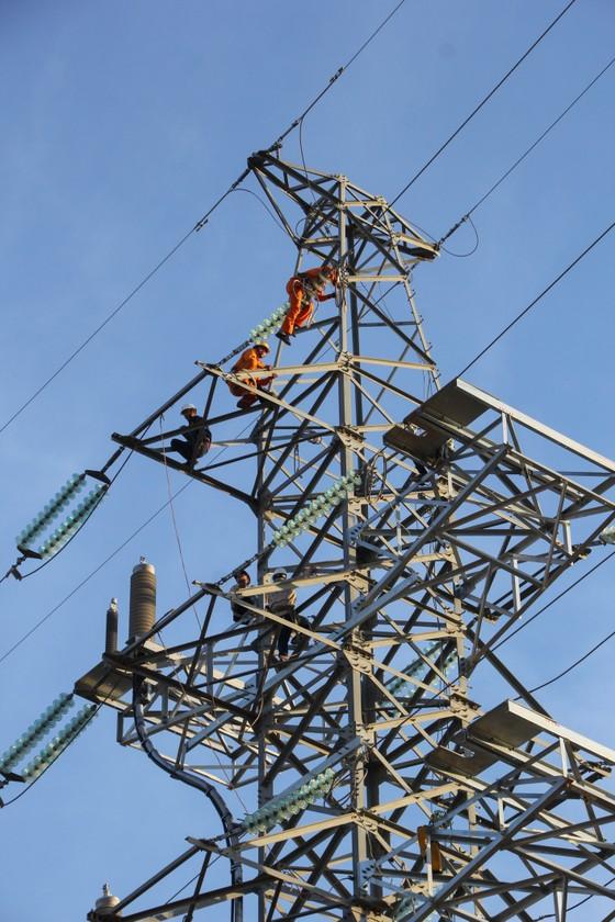 Điện lực miền Trung đảm bảo cung ứng điện phục vụ Tết Nguyên đán ảnh 2