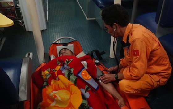 Cứu thuyền viên nước ngoài bị nhồi máu cơ tim ở vùng biển Hoàng Sa  ảnh 2