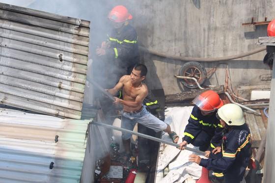 Kịp thời dập tắt đám cháy ở ngôi nhà vắng chủ  ảnh 3