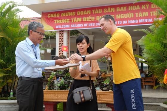 Thủy thủ tàu sân bay Hoa Kỳ thăm Trung tâm điều dưỡng người tâm thần ở Đà Nẵng ảnh 5