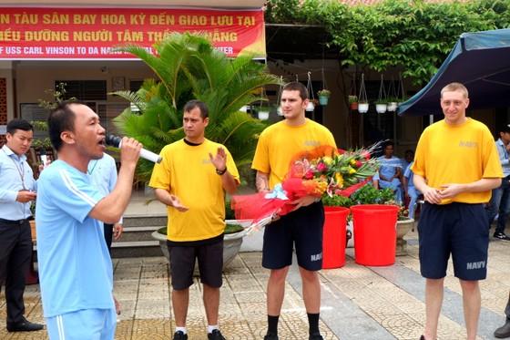 Thủy thủ tàu sân bay Hoa Kỳ thăm Trung tâm điều dưỡng người tâm thần ở Đà Nẵng ảnh 6