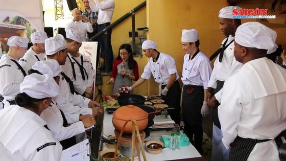 Hải quân Mỹ tập làm món ăn Việt Nam ảnh 9