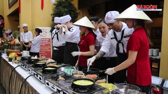 Hải quân Mỹ tập làm món ăn Việt Nam ảnh 2