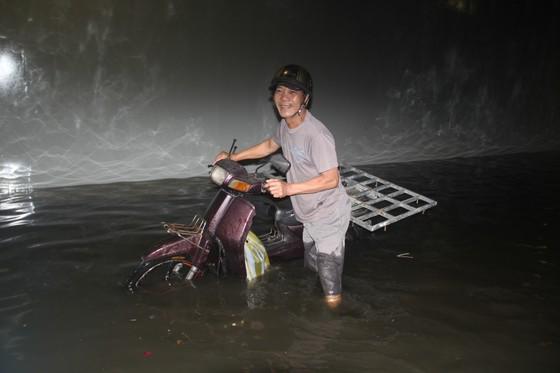 Đà Nẵng: Hầm chui Điện Biên Phủ - Nguyễn Tri Phương ngập sâu trong nước  ảnh 1