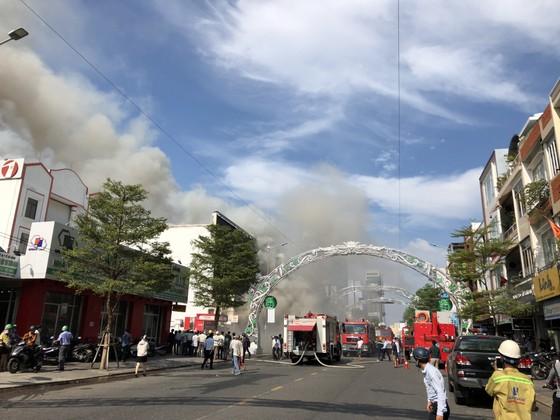 Cháy dữ dội ở quán bar giữa trung tâm TP Đà Nẵng  ảnh 2