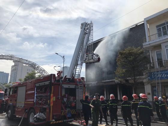 Cháy dữ dội ở quán bar giữa trung tâm TP Đà Nẵng  ảnh 10
