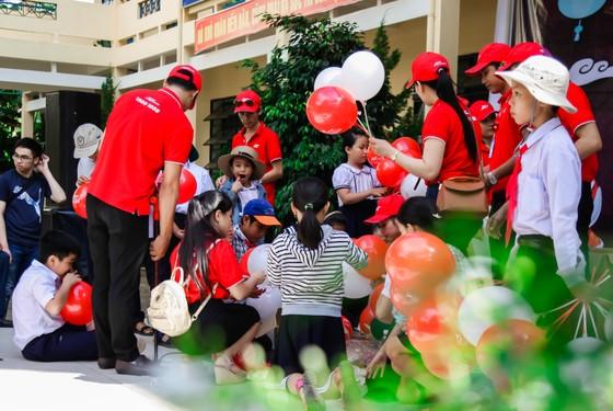 Tặng quà và tổ chức Trung thu cho trẻ em xã miền núi Hòa Phú  ảnh 2