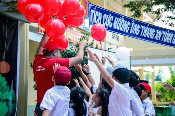Tặng quà và tổ chức Trung thu cho trẻ em xã miền núi Hòa Phú  ảnh 1