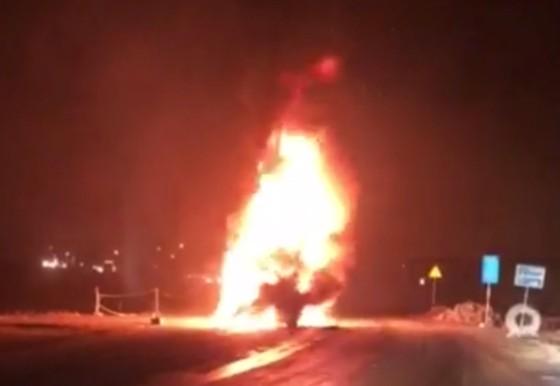 Cháy xe đầu kéo, đường tránh Nam Hải Vân ách tắc giao thông  ảnh 1
