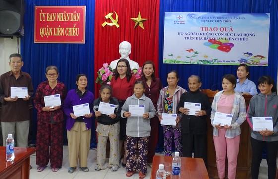 Điện lực Liên Chiểu trao nhà tình nghĩa và tặng quà cho hộ nghèo ảnh 1