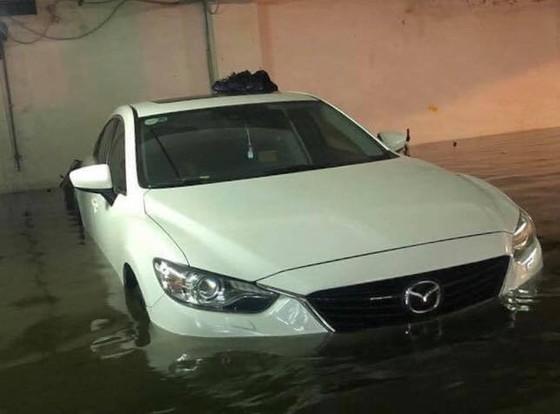 Mưa to trắng đêm, nhiều khu vực TP Đà Nẵng ngập nặng  ảnh 17