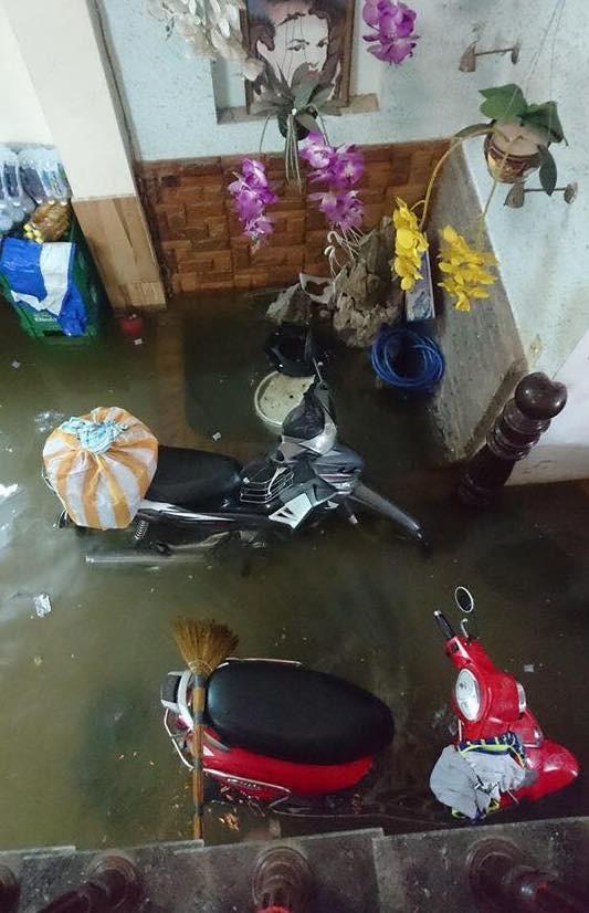 Mưa to trắng đêm, nhiều khu vực TP Đà Nẵng ngập nặng  ảnh 3