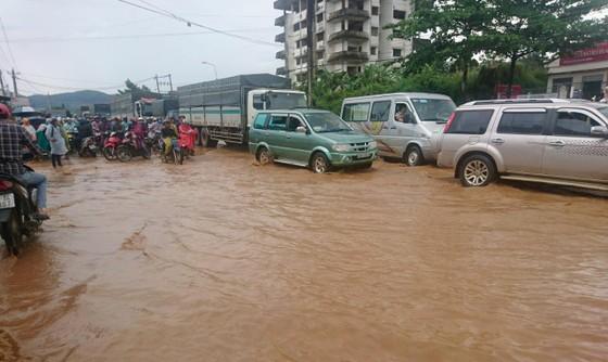 Quốc lộ 20 lại ngập nặng sau trận mưa lớn ảnh 4