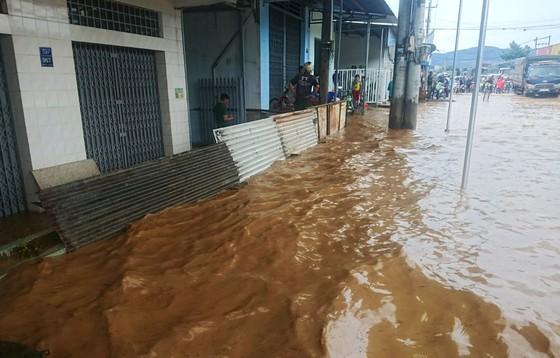 Quốc lộ 20 lại ngập nặng sau trận mưa lớn ảnh 3